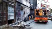KEMERALTı - Beyoğlu'nda Çökme Meydana Gelen 2 Katlı Binanın Yıkımına Başlandı