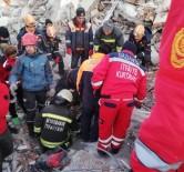 CAFER YıLMAZ - Gaziantep'ten Giden Kurtarma Ekipleri 2 Kişi Enkaz Altından Sağ Çıkardı