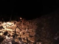 TOPRAK KAYMASI - Türkeli'de Ulaşıma Kapanan Yol Yeniden Açıldı