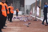 HATAYSPOR - Hatayspor-Menemenspor Maçında Atkılar Sahaya Atıldı