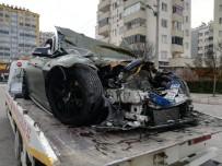 LÜKS OTOMOBİL - Lüks Otomobil İle Halk Otobüsü Çarpıştı Açıklaması 1 Ölü, 7 Yaralı