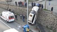 KADIN SÜRÜCÜ - Trabzon'da İlginç Kaza Açıklaması Duvarda Asılı Kaldı