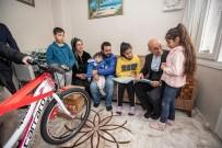 İMAM HATİP ORTAOKULU - Başkan Soyer'den Başarılı Ortaokul Öğrencisine Bisiklet Hediyesi
