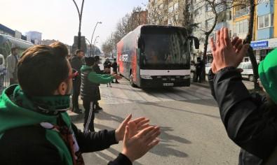 Uşakspor'dan Misafir Takıma Tarhana İkramı