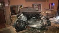 TELEFON HATTI - Kaza Yapan Otomobil Bina Boşluğunda Asılı Kaldı