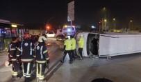 MEHMET YıLDıZ - Otobüs İle Kamyonet Çarpıştı Açıklaması 3 Yaralı
