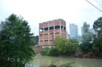 ÜMİT HÜSEYİN GÜNEY - Sel Sonrası Yıkım Kararı Alınan O Bina Yıkılıyor