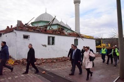 Büyükşehir Depremzedelerin Yanında