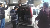 ZİYNET EŞYASI - Hırsızlık Şüphelisinden Gazetecilere Açıklaması 'Cinayet Mi İşledik, Ne Çekiyorsunuz'