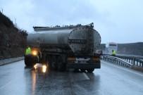 KAVACıK - Kontrolden Çıkan Tanker Bariyerlere Çarptı