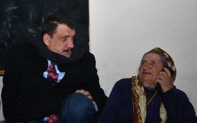 Depremzede Cemile Teyzeye Başkan Gürkan Sahip Çıktı