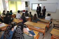 YARIYIL TATİLİ - Gönüllü Öğretmenler Öğrencilere Ders Veriyor