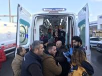 TOYOTA - Yabancı Uyruklu Yolcuları Taşıyan Otobüs Tıra Çarptı Açıklaması 6 Yaralı