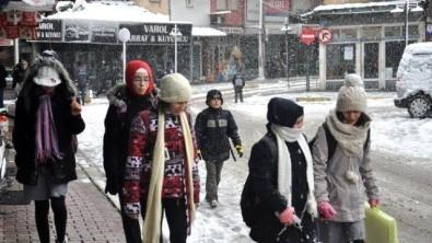 Dursunbey'de Taşımalı Eğitime Ve Bazı Köy Okullarında Eğitime 'Kar' Tatili