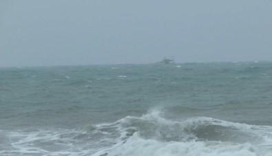 Erdemli'de Sağanak Ve Fırtına Etkili Oluyor