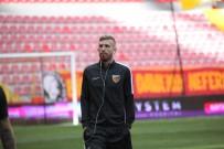 UMUT BULUT - Kayserispor'da 4 Futbolcu Kırmızı Kart Gördü