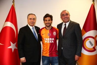 Galatasaray yeni transferine formayı giydirdi!