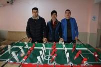 FUTBOL SAHASI - Okullarında Spor Salonu Oymayınca Atık Malzemelerden Langırt Yaptılar