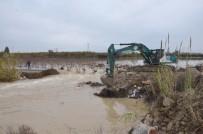 BELEDIYE OTOBÜSÜ - Sulama Kanallarında Yaşanan Taşkın Ve Yarılmaların Kapanması İçin Çalışmalar Sürüyor