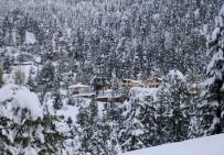 Adana'da Kar Yağışı Kartpostallık Görüntüler Oluşturdu