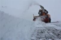 Elazığ'da Kar 136 Köy Yolunu Ulaşıma Kapattı