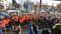 DEVLET MEMURU - Karşıyaka Belediyesinde İşçiler Maaşları İçin Eylemde