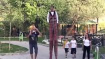 'Tahta Bacak' Mahsun, Engelli Babası Ve Kardeşi İçin Şehir Şehir Gezip Gösteri Yapıyor