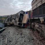 Kalecik'te Yük Trenleri Çarpıştı Açıklaması 2 Makinist Hayatını Kaybetti