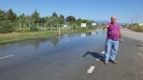 Burhaniye'de Yola Taşan Pis Sular Tepkiye Sebep Oldu