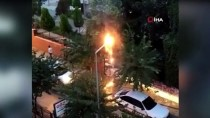 Edremit'te Sokak Lambası Alev Alev Yandı