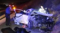 Hafif Ticari Araçla Otomobil Çarpıştı Açıklaması 4 Ölü, 4 Yaralı
