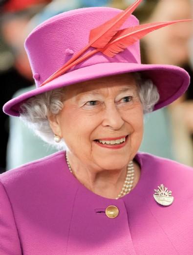Artık kraliçe de maskesiz! 7 ay sonra...