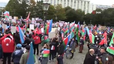 Berlin'de Azerbaycan'a Destek Mitingi
