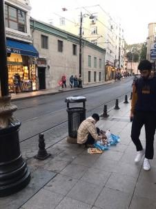Fatih Emniyeti Dilenci Ve Seyyar Satıcılara Whatsapp İle Çözüm Buldu