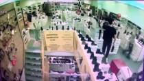 Fatih'te Mağazadan Cep Telefonu Çalan Hırsız Polise Yakalandı