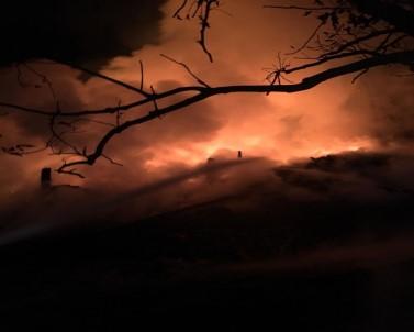 Kastamonu'da Üç Katlı Ahşap Ev Çıkan Yangında Kül Oldu