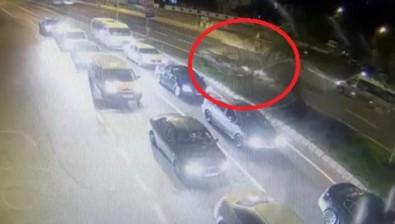 Ağacı Devirip Karşı Şeride Geçen Aracın Sürücüsü Olay Yerini Terk Etti