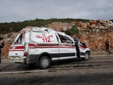 Bilecik'te Hastaya Giden Ambulans Kaza Yaptı Açıklaması 2 Yaralı