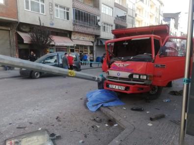 Kaza Yapan Araç Kaldırımdaki Yayaya Çarptı Açıklaması 1 Ölü