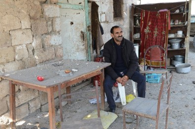 (ÖZEL) Cephe Hattındaki Hasankaya Köyünde Tek Başına Yaşıyor