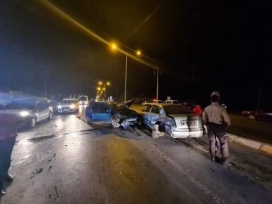 Sakarya'da İki Otomobil Çarpıştı Açıklaması 2 Yaralı