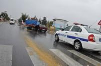 Konya'da Traktör İle Otomobil Çarpıştı Açıklaması 2 Yaralı