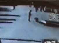 Sokak Ortasında Kavga Ettiği Engelliyi Şah Damarından Bıçakladı