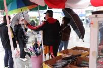 Yağmur Şemsiyecilerin İşine Yaradı