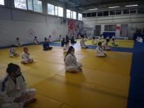 Yunusemre'de Judoda Kuşak Sınavı Heyecanı