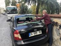 Beyoğlu'nda Park Halindeki 4 Aracın Camını Çekiçle Kırdılar
