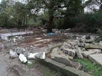 İBB Pendik Mezarlığındaki Kaçak Yapıları Kaldırdı