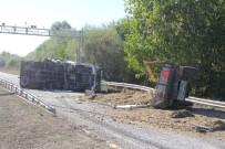 Küspe Yüklü Traktör İle Kamyon Çarpıştı Açıklaması 2 Yaralı