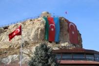 Tarihi Temenni Tepesinde Azerbaycan Bayrağı Dalgalanıyor
