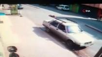 Adana'da Yayaya Çarpıp Kaçan Motosikletin Sürücüsü Güvenlik Kamerası Sayesinde Yakalandı